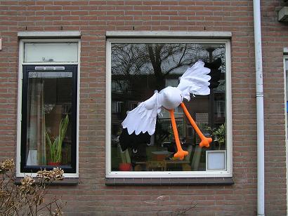 feestbordhuren_ooievaar op raam