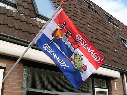 feestbordhuren geslaagd vlag