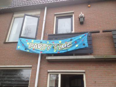 feestbordhuren_partytime vlag